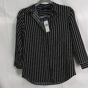 Nwt CHAPS spring classics black pearl button front